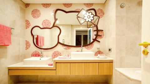 Hello Kitty Kid restroom