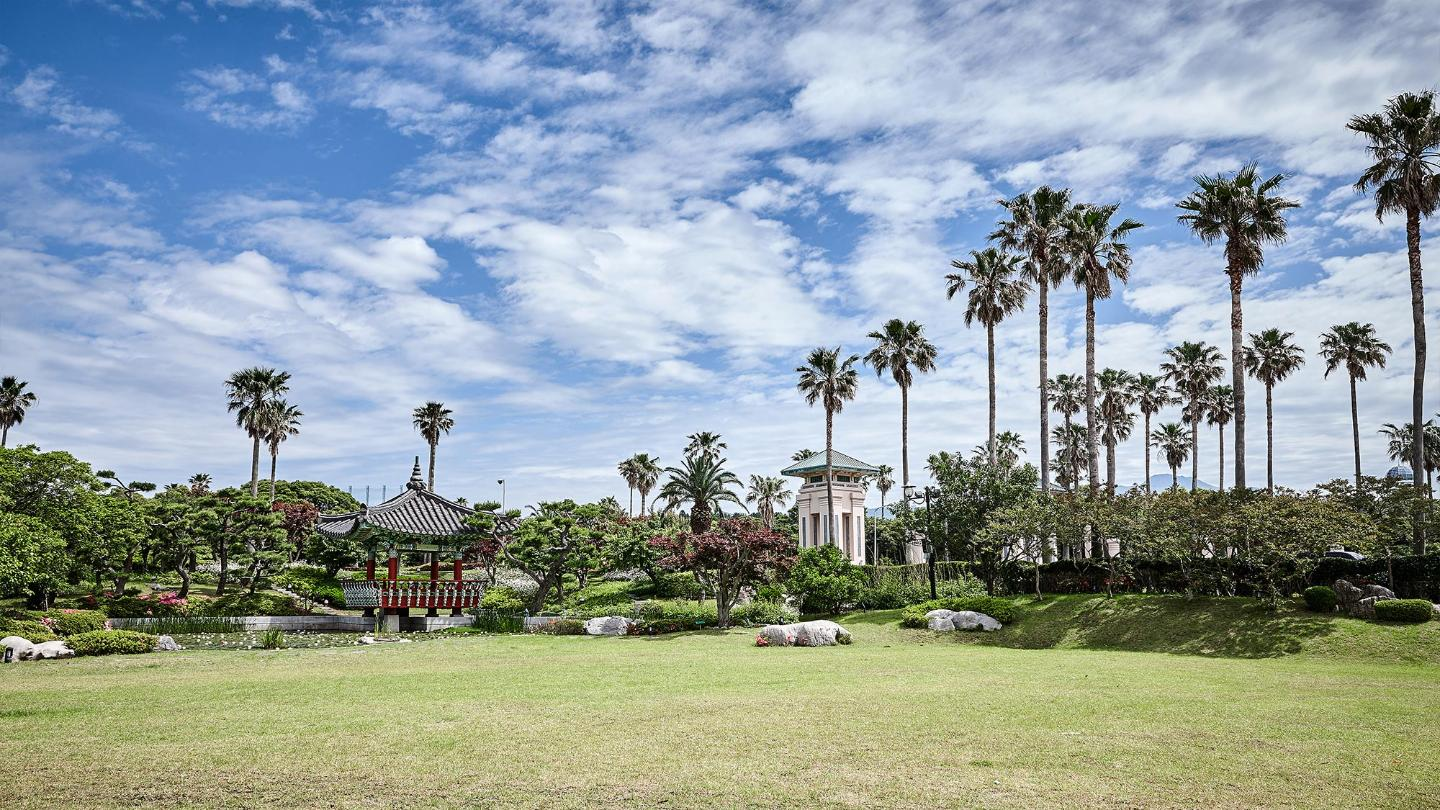 Lotte Hotel Jeju-Facilities-Walking Trail-Sam Nam Jung