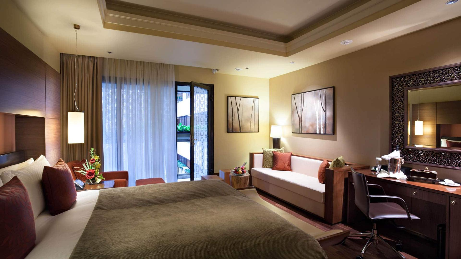 Lotte Hotel Moscow-Rooms-Standard-Atrium Suite Room